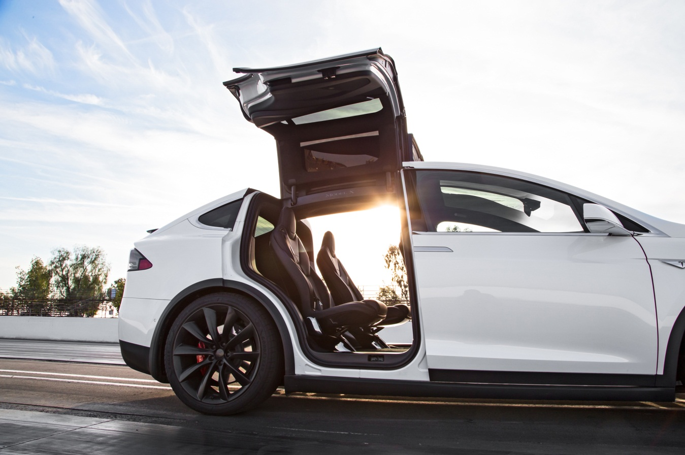 Review del Tesla Model X P90D 2016 - Puertas Falcon Wing